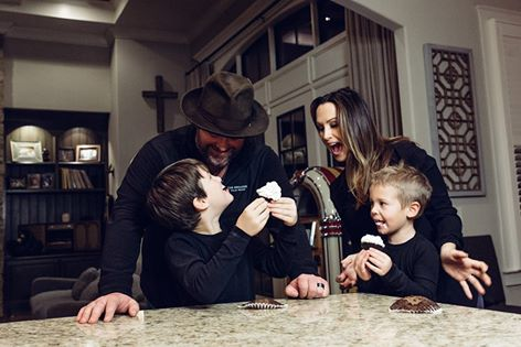 Lee Brice and Family Reveal New Baby's Gender [VIDEO]