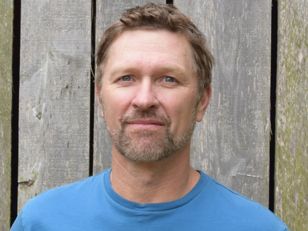 """Watch Craig Morgan's Emotional Performance of """"The Father, My Son & the Holy Ghost"""" on """"Kelly Clarkson"""""""