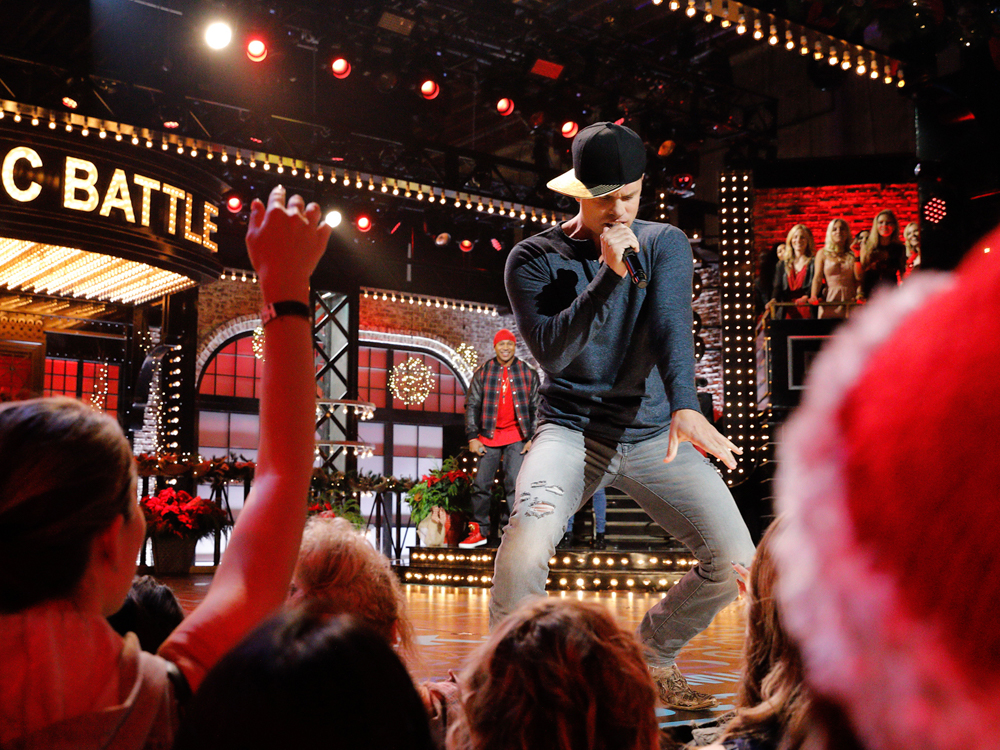 "Watch a Sneak Peek of Dustin Lynch's ""Lip Sync Battle"" Against Cassadee Pope"