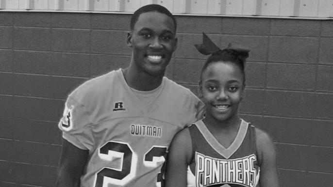 49ers rookie Tarvarius Moore plays in memory of late sister