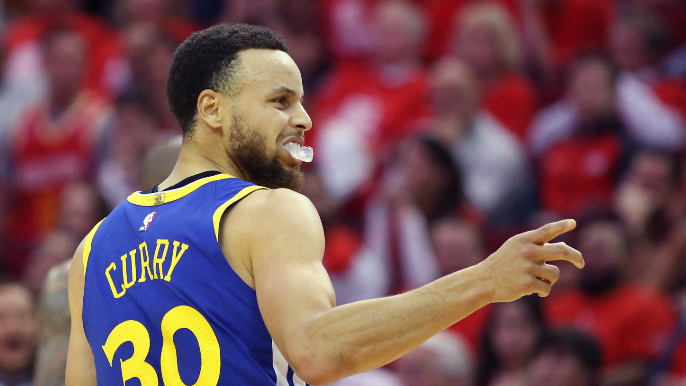 Mike Brown says Curry snuck into coaches huddle after being pulled due to foul trouble