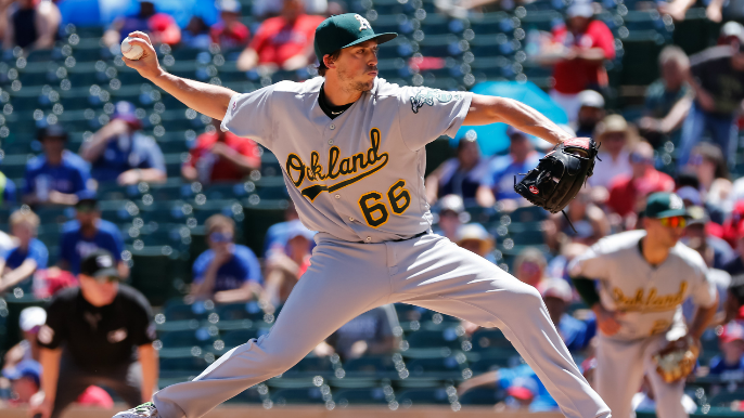 Giants claim former A's right-handed pitcher off waivers