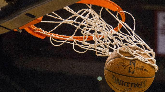 California to let college athletes sign endorsement deals