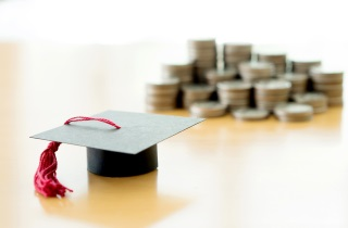 Mortarboard_with_coins