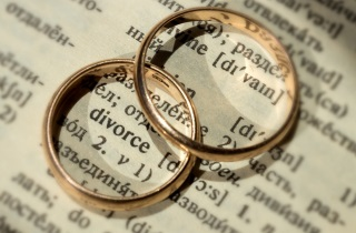 Wedding rings on word divorce