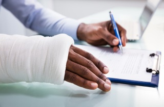 Person with broken arm filling form