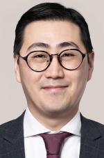 Daniel Lee  %>