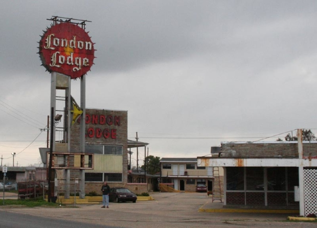 The London Lodge, the actual motel on Airline Highway on which the Hummingbird is based.