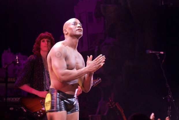 Taye Diggs takes center stage for his curtain call.