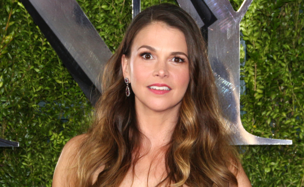 Sutton Foster has been named one of two recipients of the Sarah Siddons Society's 2015 Actor of the Year Award.