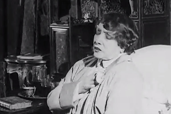 Even after her leg was amputated, Sarah Bernhardt continued to learn all her lines without the help of an earpiece.