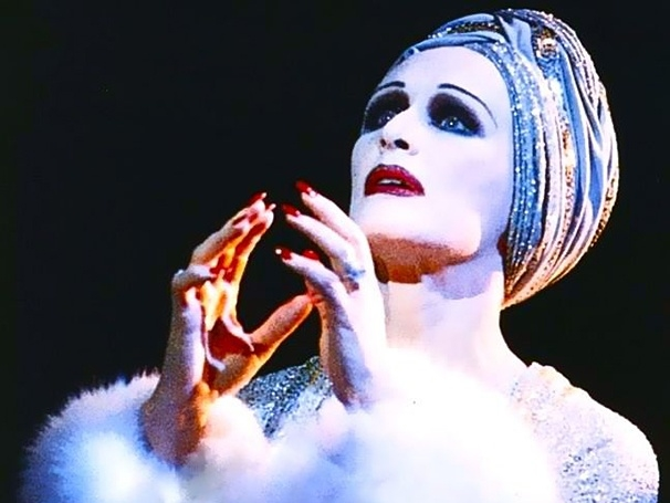 Glenn Close as Norma Desmond in the original 1995 Broadway production of Sunset Boulevard.