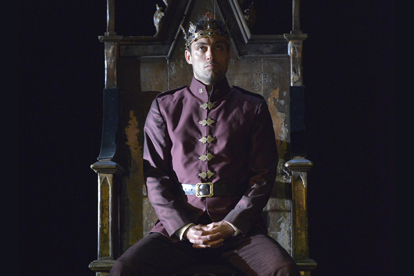 Alex Hassell plays Henry V in King and Country: Shakespeare Great Cycle of Kings.