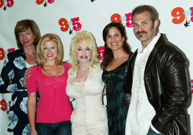 Allison Janney, Megan Hilty, Dolly Parton, Stephanie J. Block, and Marc Kudisch collaborate on 9 to 5.