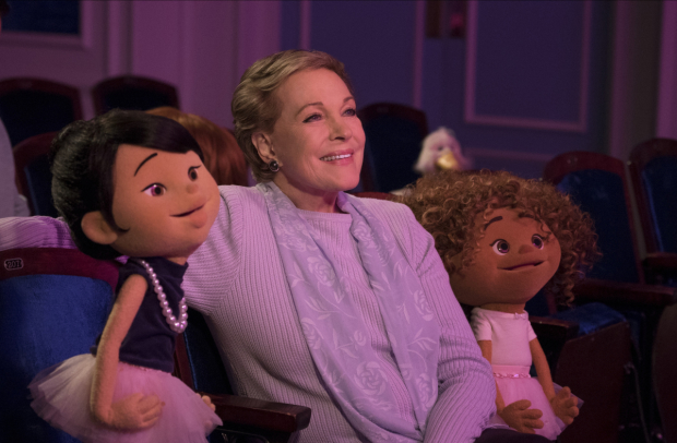 Julie Andrews hangs out with her puppet pals in Netflix's Julie's Greenroom.