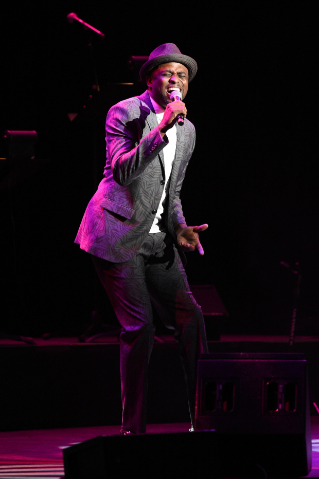 Wayne Brady sang for the audience.