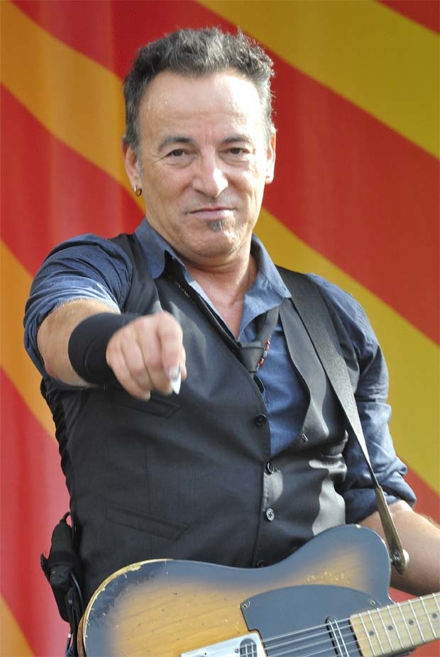 Bruce Springsteen is offering opening-night tickets to his Broadway show to raise money for hurricane relief.