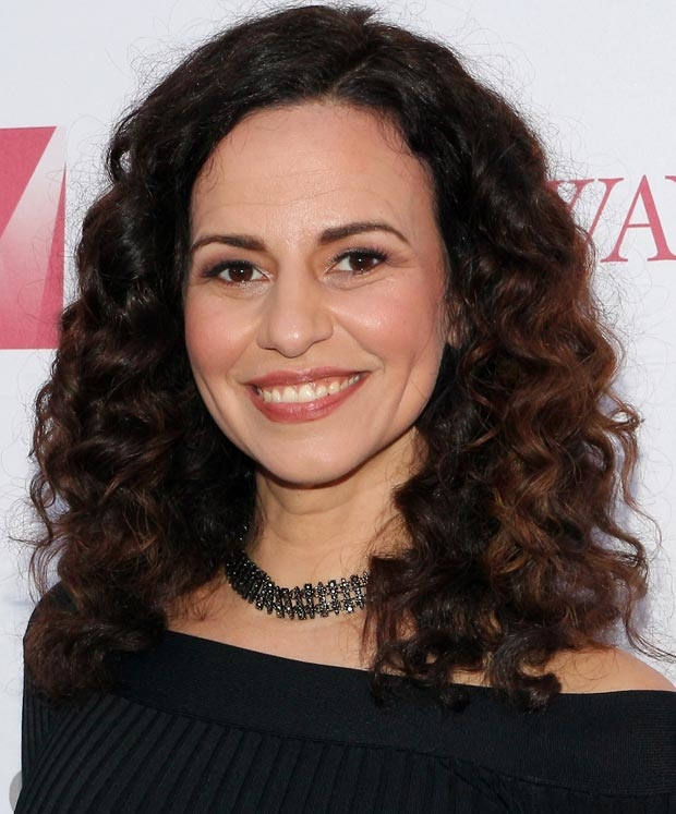 The 40-year old daughter of father (?) and mother(?) Mandy Gonzalez in 2018 photo. Mandy Gonzalez earned a  million dollar salary - leaving the net worth at 0.4 million in 2018