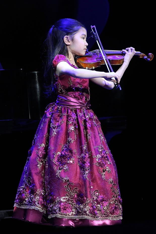 Young violinist Zoe Nguyen treats the audience with a performance.