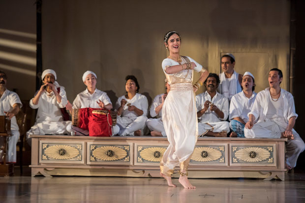 Shaghayegh Beheshti dances, flanked by the ensemble of A Room in India.