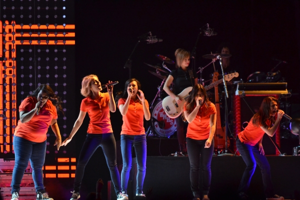 Amber Riley, Dianna Agron, Naya Rivera, Jenna Ushkowitz, and Lea Michele perform in 2011's Glee Live concert.