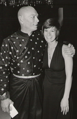 Yul Brynner with Susan Schulman backstage at the 25th Annual Tony Awards.