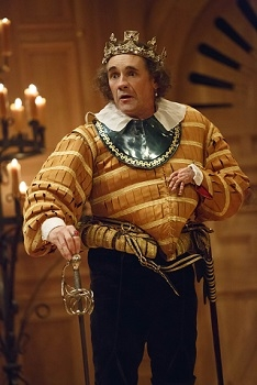Mark Rylance as King Richard III in the Shakespeare's Globe production of '''Richard III'', directed by Tim Carroll, at Broadway's Belasco Theatre.