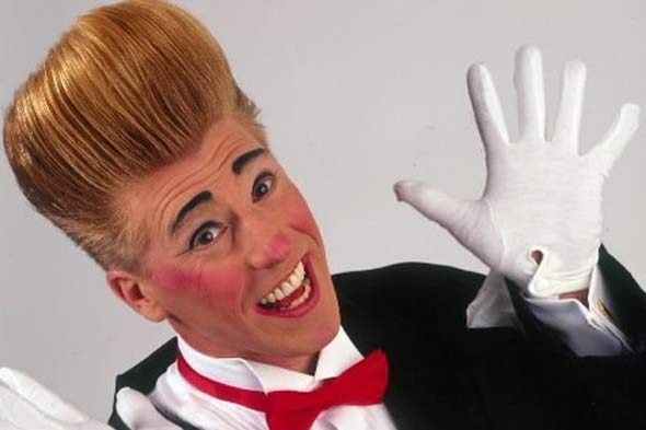 Bello Nock will bring his family-friendly circus show Bello Mania back to the New Victory Theater this April.