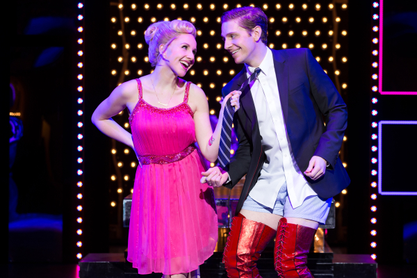 Andy kelso and jeanna de waal sashay into broadway 39 s kinky for Cyndi lauper broadway kinky boots