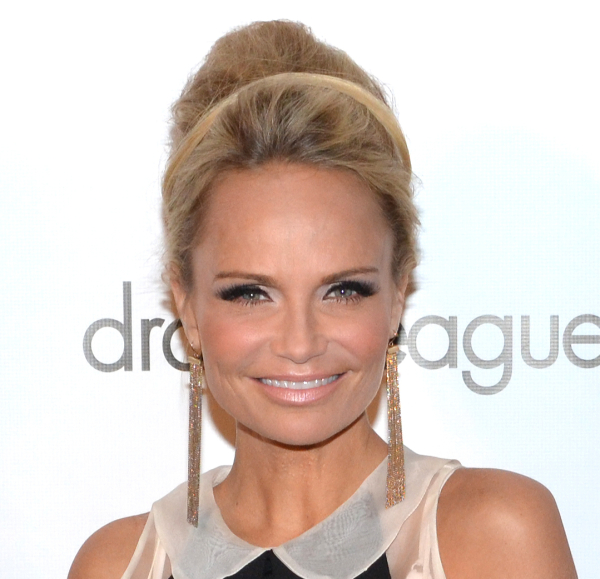 Kristin Chenoweth will return to Broadway in February 2015 as Lily Garland in On the Twentieth Century at the American Airlines Theatre.