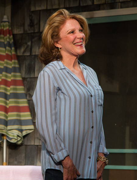 Linda Lavin smiles before taking a bow for the cheering audience.