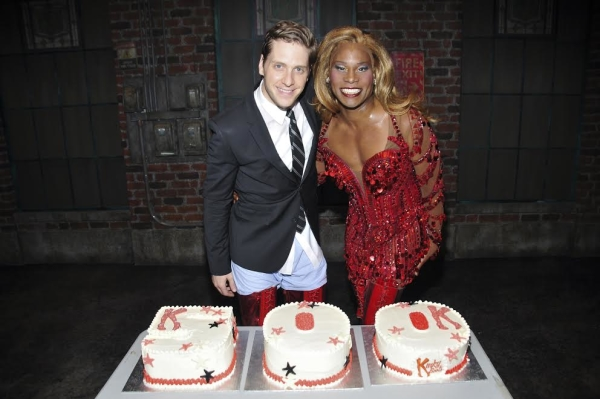 Andy Kelso and Billy Porter pose with the cakes celebrating Kinky Boot's 500th Broadway performance.