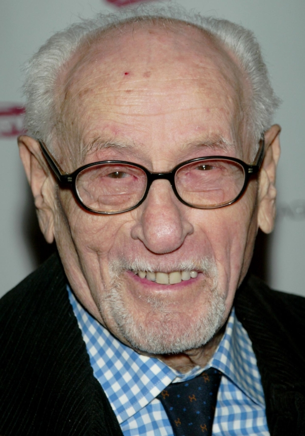 Eli Wallach will be honored when Broadway's marquee lights are dimmed on June 27.