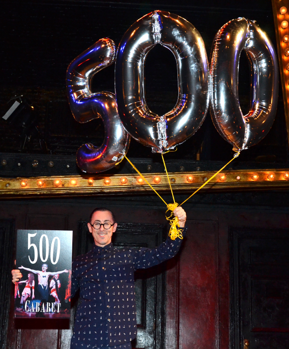 Alan Cumming marks his 500th performance as the Emcee with celebratory balloons.