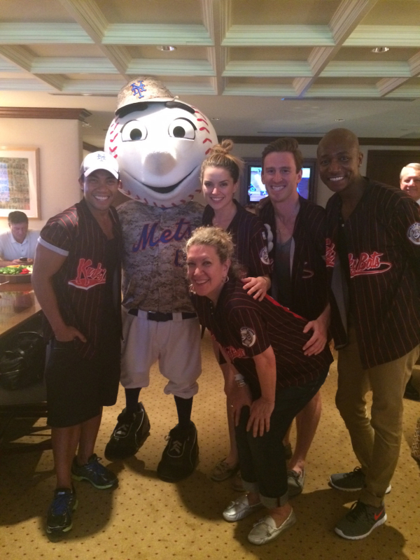 Members of the Kinky Boots cast pose with Mr. Met.