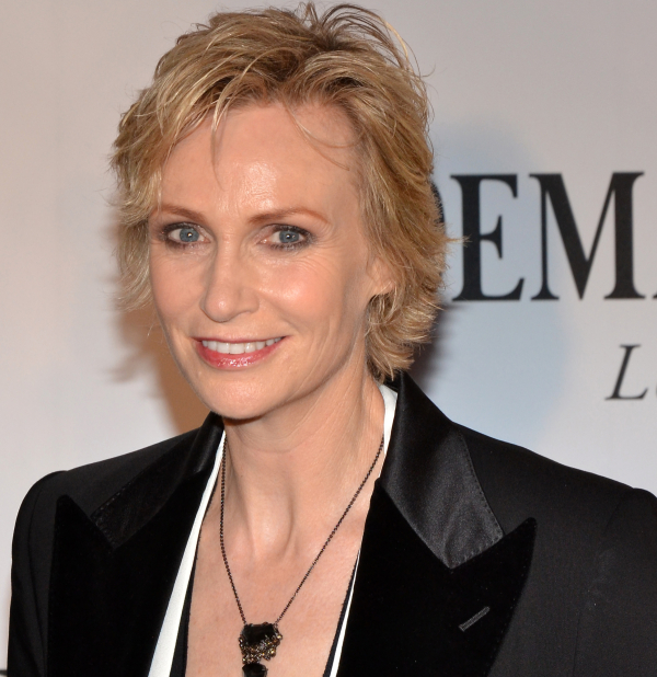 Jane Lynch will announce Chicago's Jeff Award nominations on August 21.