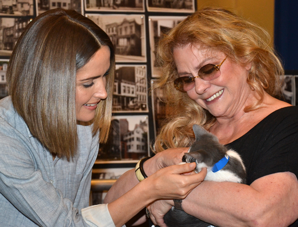 Rose Byrne and Elizabeth Ashley cuddle with Alfonso, one lucky cat.