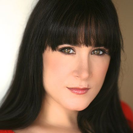 "Dee Roscioli will perform ""Straight from the Heart"" at 54 Below."