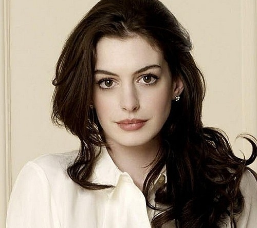 Anne Hathaway Actress: Anne Hathaway To Star In Grounded At The Public Theater