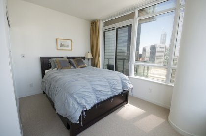 Spacious Sized Master Bedroom With Mirrored Closets And Window Lake Views. A Walk-Out Balcony Facing The Outdoor Pool & C.N. Tower.
