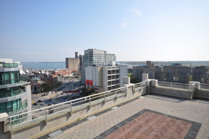 11th Floor - Roof Top Tanning Deck With BBQ's & Lake Views.