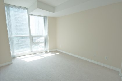 Spacious Sized Master Bedroom With A 4-Piece Ensuite & Mirrored Closets.