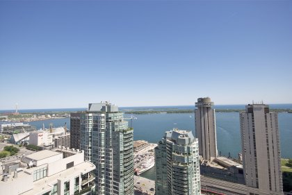 Stunning Unobstructed Direct South Centre Island & Lake Views.