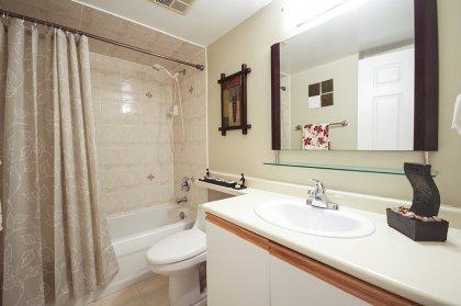 Main Bath 4-Piece.