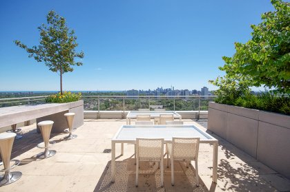 Stunning Unobstructed South City Views Including The Lake & C.N. Tower From The 20th Floor Rooftop Terrace.