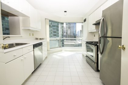 Designer Kitchen Cabinetry With Stainless Steel Appliances, An Eat-In Kitchen Facing Gorgeous Lake Views.