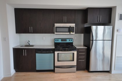 Designer Kitchen Cabinetry With Stainless Steel Appliances & Granite Counter Tops