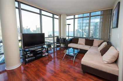 Bright Floor-To-Ceiling Wrap Around Windows With Laminate Flooring Throughout Facing Stunning C.N. Tower & Lake Views.