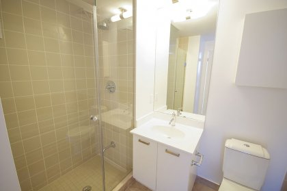 Master Ensuite With Separate Stand-Up Shower & Soaker Tub.