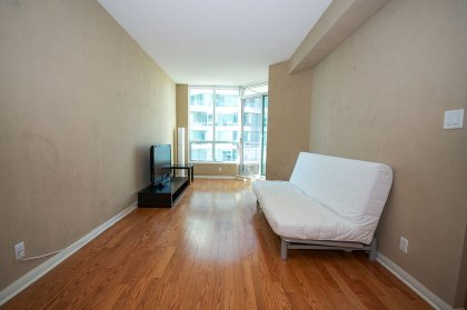 Bright 9Ft. Floor-To-Ceiling Windows With Gleaming Hardwood Flooring & A Walk-Out Balcony Facing Lake & C.N. Tower Views.